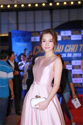 Angela Phương Trinh luôn được đánh giá cao về phong cách thời trang tại các sự kiện.