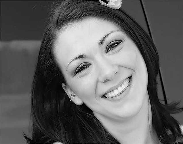 Cười: Cười giải phóng endorphins trong não, giúp giảm đau. Tiếng cười có thể làm giảm huyết áp cũng như cải thiện tâm trạng. Thậm chí xem phim hài, hay tạo trò đùa giúp tăng mức endorphin.