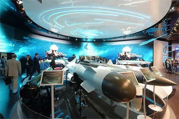 Các loại tên lửa hiện đại được trưng bày trong triển lãm