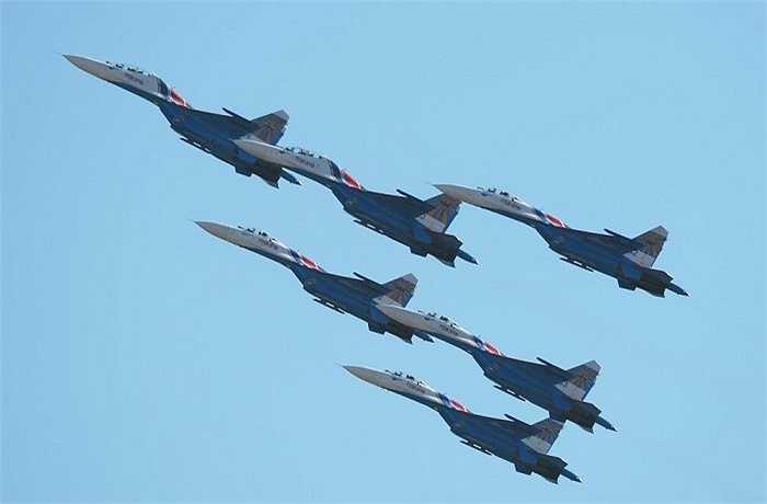 Triển lãm năm nay có 8 phi đội với kỹ thuật lái cao cấp của Không quân Nga và hai phi đội tư nhân của Nga và Latvia