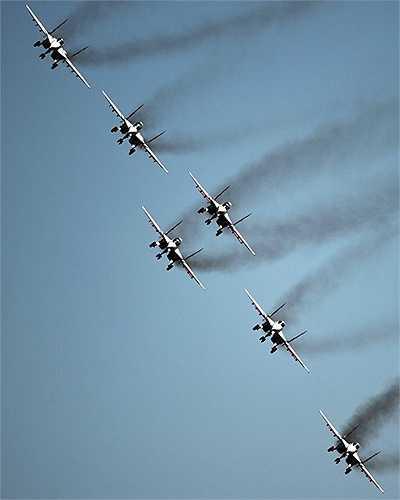 Màn trình diễn ngoạn mục của phi đội bay Nga