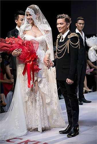 Sánh bước cùng ca sĩ Đàm Vĩnh Hưng là người mẫu Võ Hoàng Yến. Nữ người mẫu xuất hiện trong thiết kế cưới cổ điển, kết hợp cùng khăn voan khá lạ mắt.