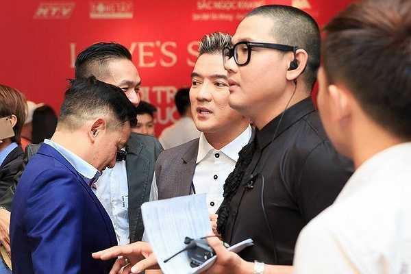 Khán giả đặc biệt ấn tượng với chi tiết 'chú rể' Đàm Vĩnh Hưng trao nhẫn cưới cho 'cô dâu' Hoàng Yến.