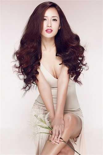 Năm 2015, Mai Phương Thuý trở lại showbiz sau khi tuyên bố đã giải nghệ cách đây 2 năm.