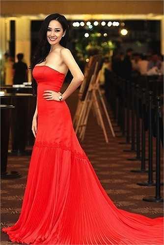 Cái tên Mai Phương Thuý gắn với những hình ảnh sexy, quyến rũ.