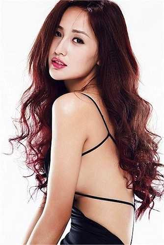 Chính vì vậy, cô vẫn là cái tên hot nhất nhì làng Hoa hậu Việt sau gần 10 năm đăng quang.