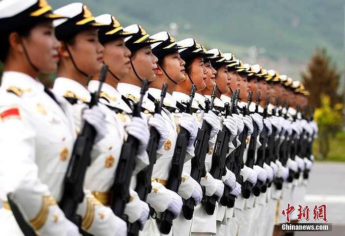 Theo truyền thông Trung Quốc, dự kiến có khoảng 12,000 binh sĩ cùng 200 máy bay chiến đấu các loại và nhiều vũ khí mới của Trung Quốc sẽ tham gia lễ diễu binh lần này