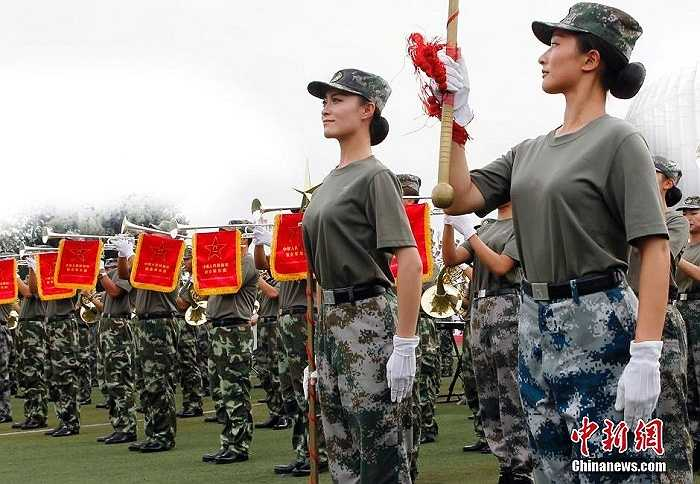 Nữ quân nhân Trung Quốc tập luyện cho buổi lễ sắp tới
