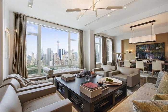 Tòa nhà số 15 trong khu công viên phía Tây là nơi sinh sống của những nhân vật tầm cỡ có sức ảnh hưởng nhất thành phố New York. Năm 2008 Daniel Loeb, một ông chủ quỹ đầu cơ giàu có, đã mua căn hộ trên tầng cao nhất của tòa nhà với mức giá 45 triệu USD ngay thời điểm bắt đầu cuộc suy thoái kinh tế.