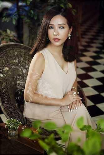 Ở tuổi ngấp ngé U40, Hoa hậu Thu Hoài vẫn toát lên nét đẹp hết sức gợi cảm và cuốn hút.