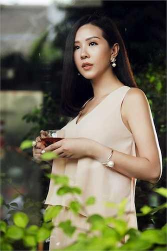 """Nói về Hoa hậu Thu Hoài, NTK Công Trí cũng không ngại chia sẻ trên trang cá nhân: """" Người phụ nữ thành đạt mà vẫn giữ gìn được nhan sắc thì quả là chịu áp lực rất lớn.'"""
