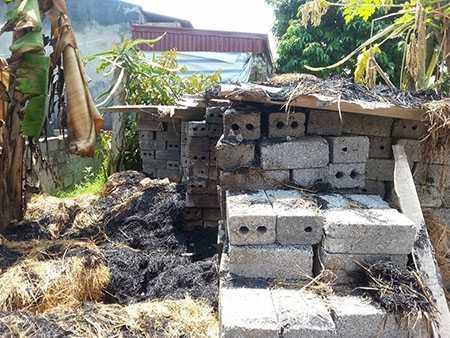 Khu vực đống rơm nhà bà Thanh được cho là tự nhiên bốc cháy vào chiều ngày 16/8.