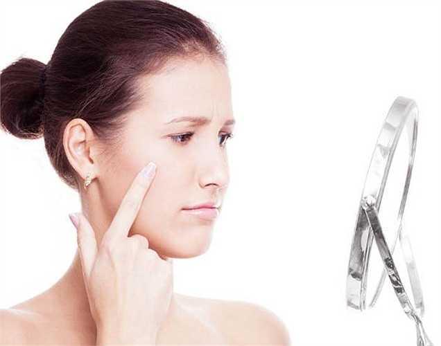 Khô da: khô da là một dấu hiệu của một vấn đề sức khỏe. Nếu hệ thống dưỡng ẩm không làm việc, khi đó bạn nên kiểm tra bệnh tiểu đường và tuyến giáp.