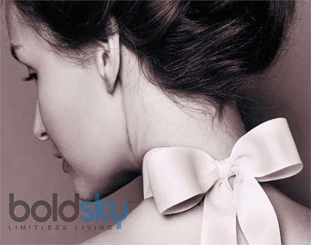 Hình thành sắc tố ở cổ: Hầu hết phụ nữ có vấn đề với sắc tố cổ. Sự thay đổi màu của da cổ có thể là do sự mất cân bằng nội tiết tố. Vì vậy tốt nhất nên kiểm tra tuyến giáp và hội chứng buồng trứng đa nang.