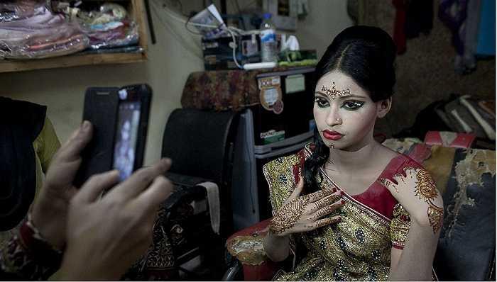 Cô dâu không nở nụ cười hạnh phúc trong ngày cưới