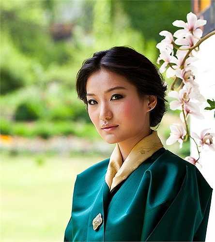 Jetsun Pema và người chồng hoàng gia Jigme Khesar Namgyel Wangchuck gặp nhau khi cả hai còn rất nhỏ. Jigme thậm chí nói với cô nếu sau này hai người vẫn còn độc thân, họ sẽ làm đám cưới. Và như giấc mơ trở thành sự thực, tháng 10 năm 2011, họ chính thức kết hôn khi Pema vừa tròn 20 tuổi. Jetsun là một người rất bình thường so với người chồng hoàng gia của cô.