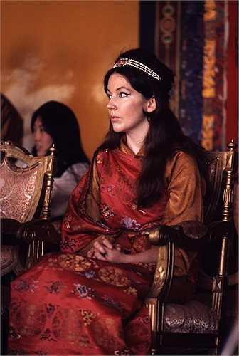 Hope Cooke là người có vai vế ở Mỹ. Cô gặp Palden Thondup Namgyan, nhà vua Sikkim trong một chuyến du lịch Ấn Độ khi Palden ghé một quán bar ở Darjeeling. Cooke và Palden kết hôn vào tháng 3 năm 1963 nhưng nhanh chóng chia tay năm 1980. Sau khi ly hôn, Hope Cooke đưa hai con trở về sống cùng cô ở New York.