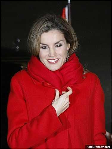 Rocasolano từng là một phóng viên cho kênh truyền hình CNN. Năm 2002, cô có cơ hội gặp hoàng tử Tây Ban Nha Felipe khi thực hiện phóng sự tràn dầu dọc bờ biển Galicia. Hai năm sau đó, Letizia kết hôn với hoàng tử đích thực của cuộc đời cô. Cặp đôi đã có hai bé gái và Rocasolano trở thành nữ hoàng Tây Ban Nha khi chồng cô, Felipe lên ngôi tháng 6 năm 2014.