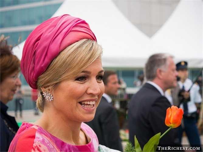 Maxima Zorreguieta, đương kim hoàng hậu Hà Lan, là phu nhân của quốc vương Willem-Alexander. Maxima Zorreguieta cho biết bà không hề biết Willem Alexander là hoàng tử khi hai người bắt đầu hẹn hò thậm chí còn nghĩ đây là một lời đùa. Hai người quyết định tổ chức lễ cưới vào năm 2002 và đã có ba cô con gái. Willem Alexander chính thức lên ngôi vào tháng 4 năm 2013, điều đó có nghĩa Maxima Zorreguieta đã trở thành nữ hoàng.