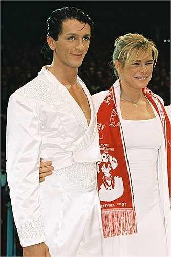 Adans Lopez Peres không có một danh phận chính thức mặc dù đã kết hôn với công chúa Monaco Stephanie cũng không ai biết chuyện hai người đã gặp gỡ như thế nào bởi sự cách biệt giai cấp giữa họ quá lớn. Adans trẻ hơn Stephanie 10 tuổi, cặp đôi bí mật làm đám cưới ở Thụy Sĩ năm 2003 nhưng nhanh chóng đổ vỡ.