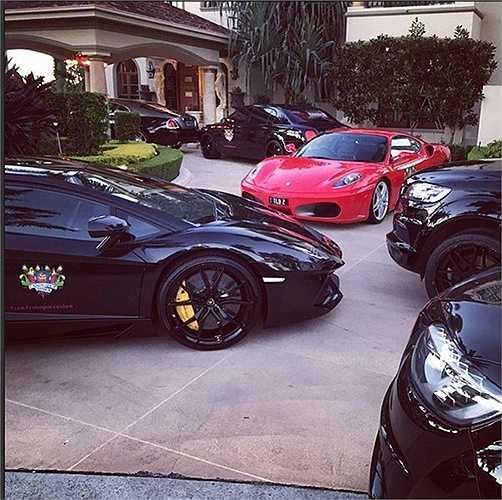 Bộ sưu tập xe của Beynon đậu ngay trong nhà với những dòng xe siêu đắt tiền