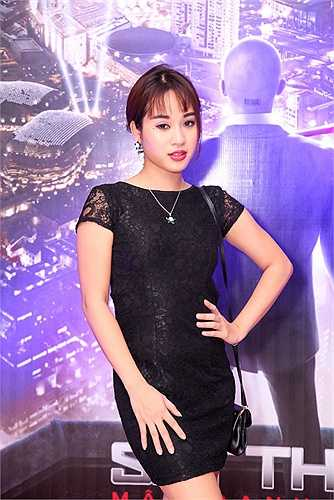 Diễm Hằng theo đuổi hình ảnh sexy khi quay trở lại showbiz.
