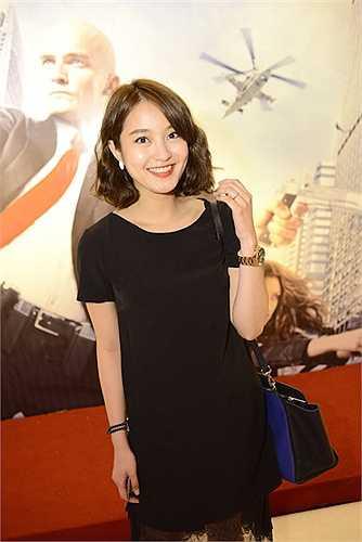 Buổi công chiếu phim còn có sự góp mặt của Trương Nhi, Việt Nga và nam ca sĩ Nhật Tinh Anh.