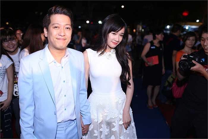 Xuất hiện trong buổi công chiếu phim '49' ngày, Nhã Phương tay trong tay không rời danh hài Trường Giang.