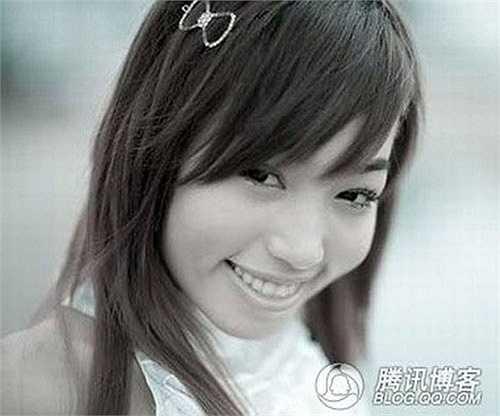 Tuy nhiên hàm răng của Elly Trần hơi hô so với khuôn mặt.