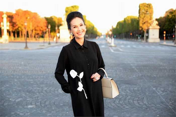 Người đẹp không tuổi của showbiz Việt khoe vẻ trẻ trung rạng rỡ.