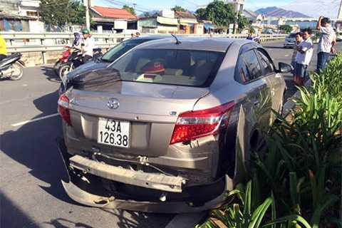 tai nạn, cú tông, cầu vượt lớn nhất nước, Ngã Ba Huế, xe container, ô tô con, tông trực diện