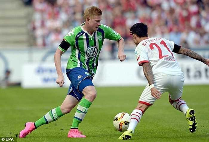 Tiền vệ người Bỉ chuyển từ Wolfsburg sang Man City với giá 54 triệu bảng. Điều đáng chú ý, ngay cả những ngôi sao như Zidane, Figo hay Ronaldo 'béo' trước đây cũng chưa từng đạt tới con số 50 triệu bảng