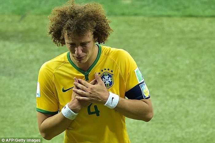 David Luiz là hậu vệ duy nhất trong CLB 50 triệu bảng. PSG chi số tiền đúng 50 triệu bảng để rước anh về từ Chelsea hồi năm ngoái