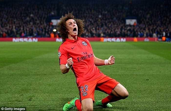 Mặc dù vậy, chưa bao giờ David Luiz có thể coi là trụ cột ở PSG. ANh tấn công tốt nhưng phòng ngự khá dở, đặc biệt là luôn bỏ vị trí