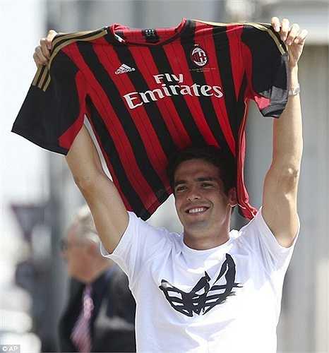 Sau 4 năm ở Real Madrid, Kaka buộc phải trở lại AC Milan để tìm lại phong độ, nhưng vẫn không thành công. Anh bị coi là thất bại khi chuyển đến Real Madrid