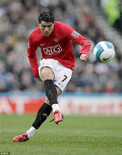 Trái ngược với Kaka, người đồng đội của anh là Ronaldo lại cực kỳ thành công. Anh trở thành cầu thủ đắt giá nhất hành tinh thời điểm 2009 khi đến Real Madrid với giá 80 triệu bảng
