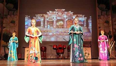 Một buổi trình diễn áo dài trong Ngày Việt Nam tại Hoa Kỳ. (Ảnh minh họa)