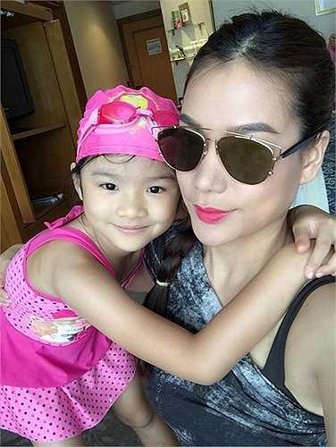 Dù đã ly hôn, song cô và Trần Bảo Sơn chưa bao giờ để con thiếu vắng tình cảm của cha hay mẹ.