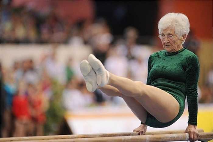 Cụ Johannas Quaas sinh năm 1925 là vận động viên thể dục dụng cụ cao tuổi nhất khi thi đấu trong một sự kiện thể thao ở Đức vào ngày 25/3/2012