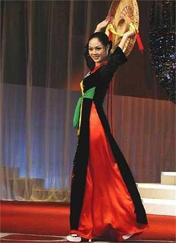 Với chiều cao 1,69m, số đo 3 vòng 84-59-86 Hoa hậu Việt Nam 2002 Mai Phương lọt vào bán kết Hoa hậu Thế giới 2002 và dừng bước ở vị trí thứ 15 chung cuộc.