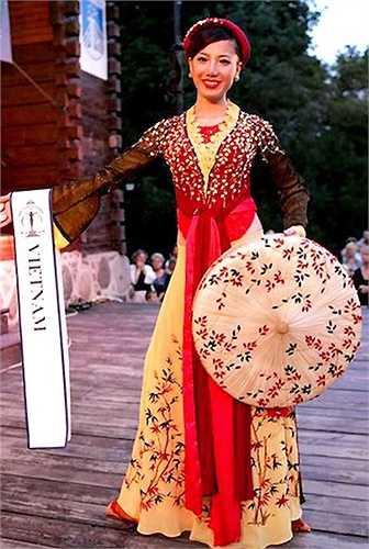 Tại Hoa hậu Siêu quốc gia 2009, Chung Thục Quyên (cao 1,72m với các số đo 82- 61- 91) đã xuất sắc lọt top 15 chung cuộc.