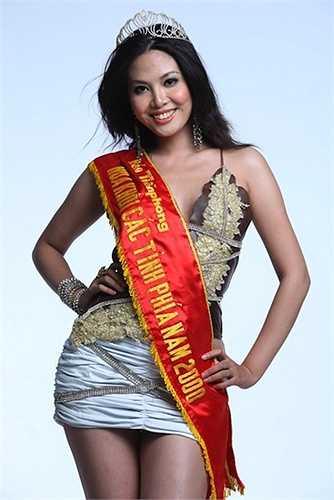 Nguyễn Ngân Hà là đại diện Việt Nam tại Nữ hoàng Du lịch Quốc tế 2004. Cô lọt top 10 chung cuộc.