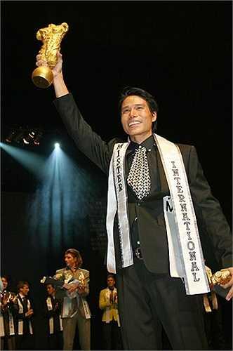 Tại cuộc thi Mister International 2008, thí sinh Việt Nam Tiến Đoàn cũng xuất sắc vượt qua 33 đối thủ để giành giải Người đàn ông hoàn hảo nhất hành tinh và giải phụ Nam vương mặc trang phục truyền thống đẹp nhất. Anh đồng thời giành giải Nam vương có thể hình đẹp nhất và lọt top 16 chung cuộc tại Manhunt 2007.