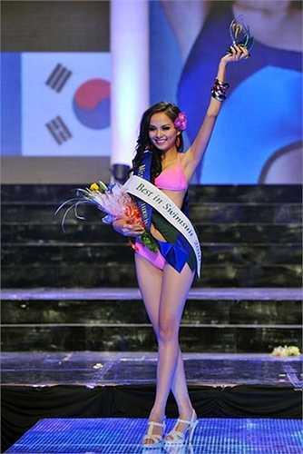 Tại cuộc thi Hoa hậu Trái đất 2010, Lưu Thị Diễm Hương với chiều cao 1m71, số đo 3 vòng 84-61-92 đã lọt top 14 chung cuộc. Cô cũng giành giải phụ Best in swimsuit tại cuộc thi này.