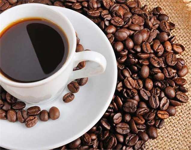 Cà phê và quế: Chúng ta đều biết rằng uống cà phê thường giúp chúng ta tỉnh táo lâu hơn và linh hoạt hơn. Để tăng sự tập trung, hãy thêm một chút quế vào cốc cà phê và bạn sẽ thấy sự tập trung tăng lên.