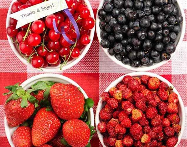 Các loại quả mọng: Các loại quả mọng giàu chất chống oxy hóa giúp làm tăng lưu lượng máu đến não. Điều này sẽ giúp não hoạt động và giúp tăng sự tập trung.