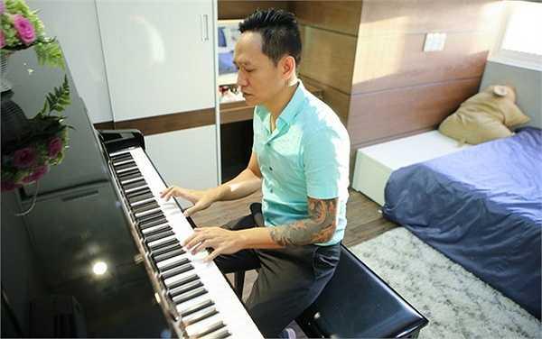 Duy Mạnh từng tạm ngưng việc đi diễn để hướng dẫn con gái chơi piano khi Thu Cầm ôn thi vào Nhạc viện.