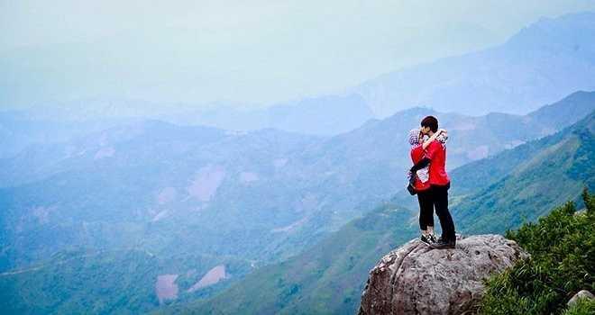 Bộ ảnh được tổng hợp từ nhiều chuyến đi của cả hai trong một năm yêu nhau. Họ đã đến Hà Giang, Đà Nẵng, Thái Nguyên, Mộc Châu, Cà Mau...