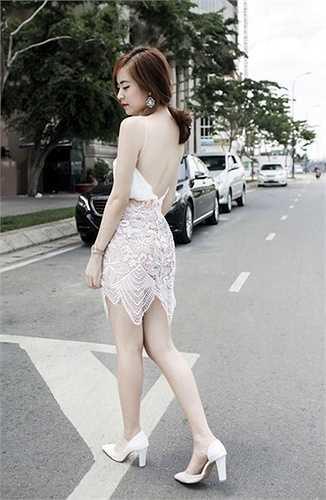 Sở hữu chiều cao chưa đến 1m60 nhưng 'chân ngắn' Hoàng Thuỳ Linh chưa bao giờ thôi khiến bao trái tim phái mạnh có thể hờ hững với vẻ đẹp của cô.