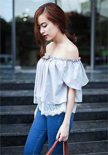 Nhờ biết cách ăn mặc và khoe vẻ đẹp cơ thể đúng mực, Hoàng Thuỳ Linh thường xuyên lọt top sao đẹp nhất tuần